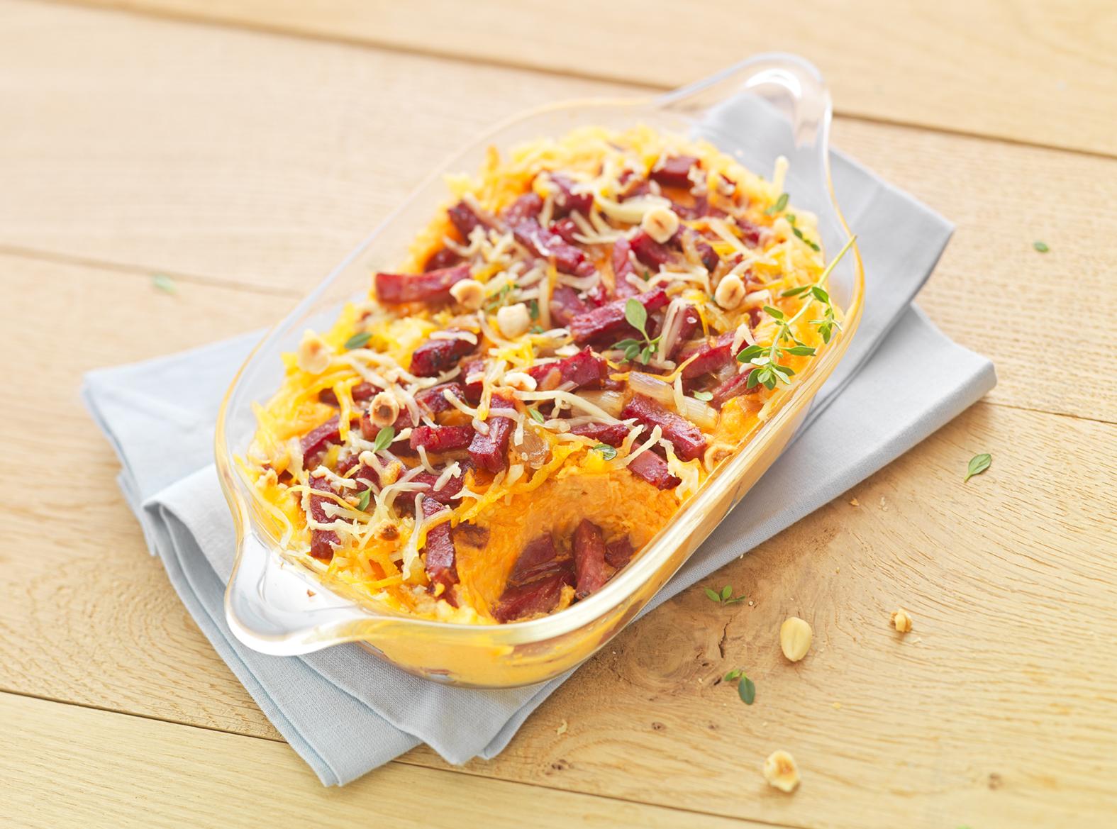 Purée de patates douces gratinée au cheddar, allumettes de canard et échalotes confites