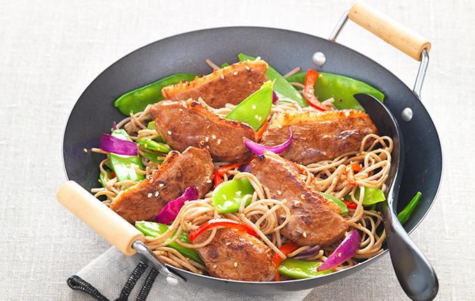 Wok de Filet tranché de Canard snacké et légumes croquants