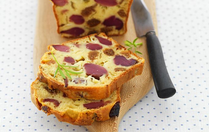 Cake aux gésiers de volaille confits, chèvre et figue