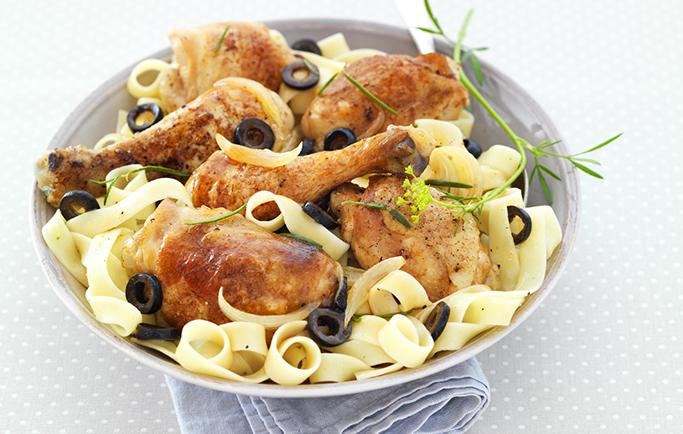 Poulet à la moutarde, aux olives noires et herbes de Provence