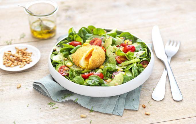 Salade légère et œuf frit